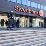 За нарушения балтийских филиалов Swedbank заплатит штраф в треть миллиарда евро